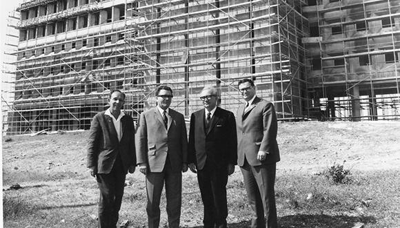 The construction of the Fritz Naftali building